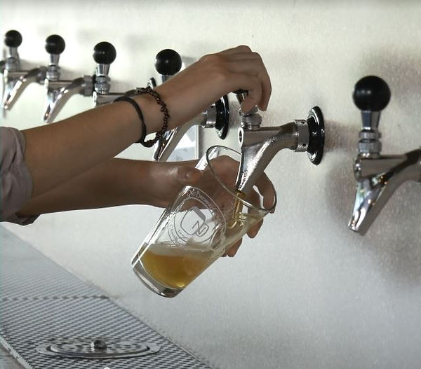 beer pour 2.JPG