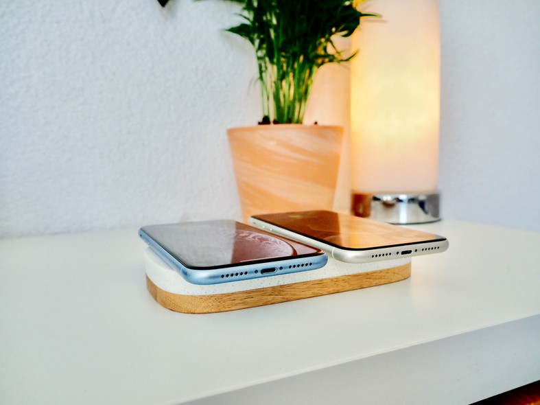 Dual-charger-mit-aipods-iphone.jpg