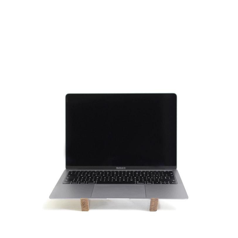 Eiche mit Macbook front.jpg