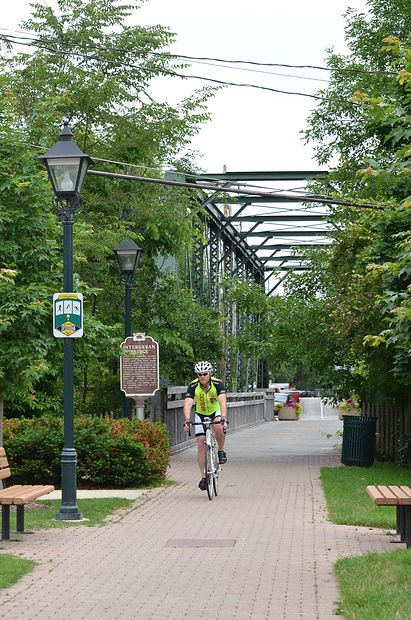 biker on Interurban BridgeDSC_0239 Renir