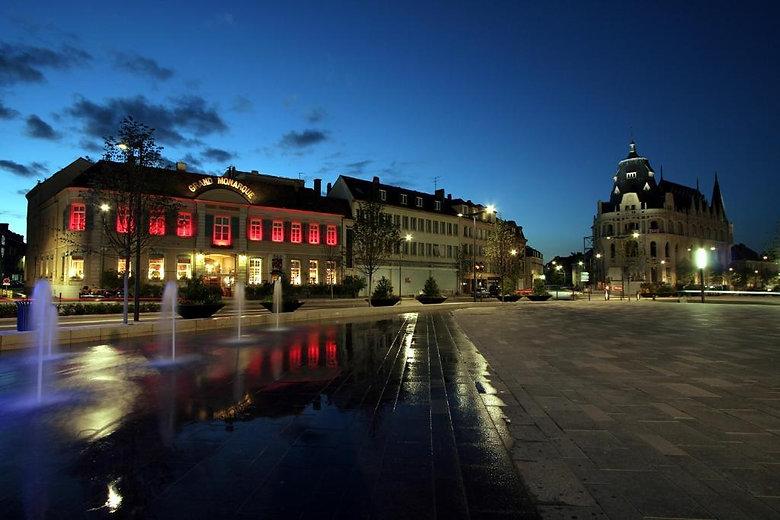 le_grand_monarque_chartres_facade_place_