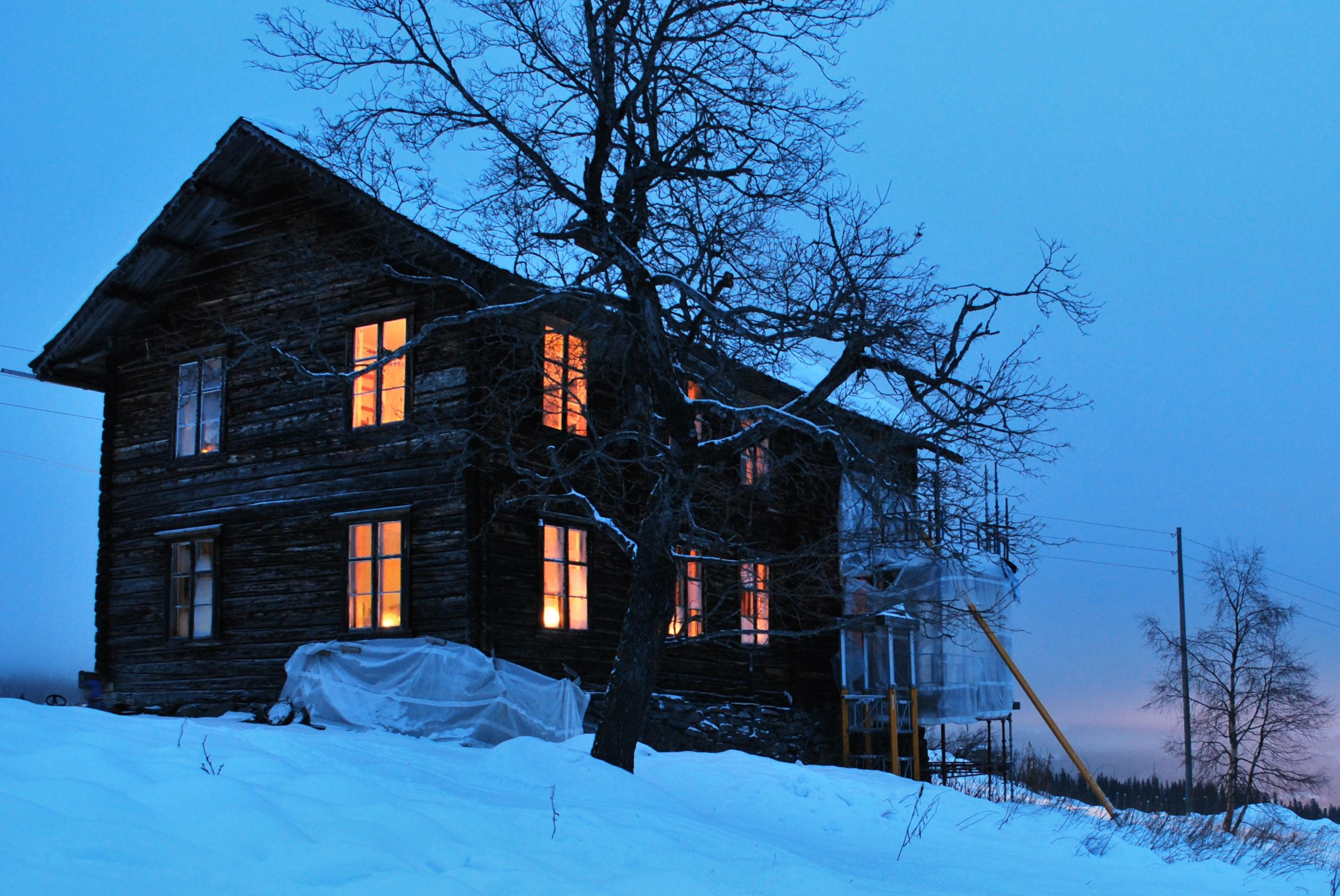 Lys i gamle hus