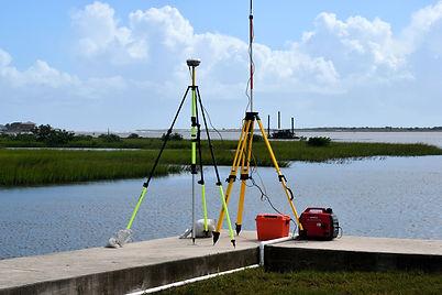 surveying-equipment-2871066_1920.jpg