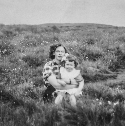 Ásta with her nanny in Laugarás