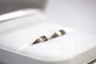 指輪ケースに入った結婚指輪
