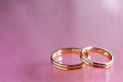 1組の婚約指輪