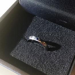 タンタルリング 黒いリング 婚約指輪 サファイヤ ペリドット