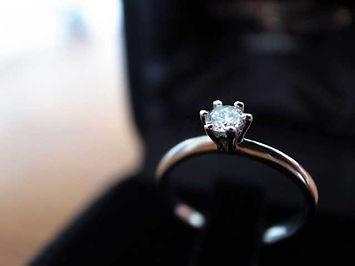 ケースに入ったダイヤの指輪01
