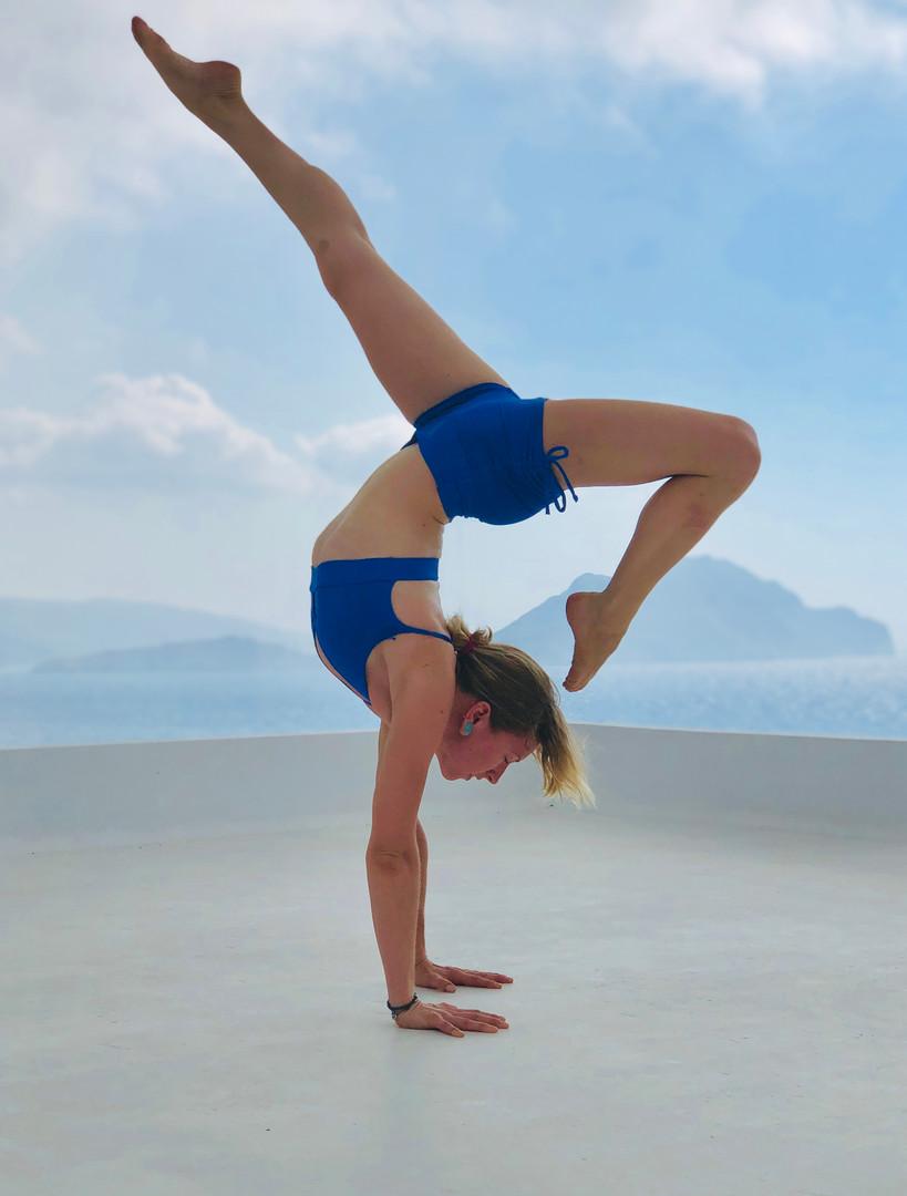 Rooftop Handstand (Danielle Hicks)