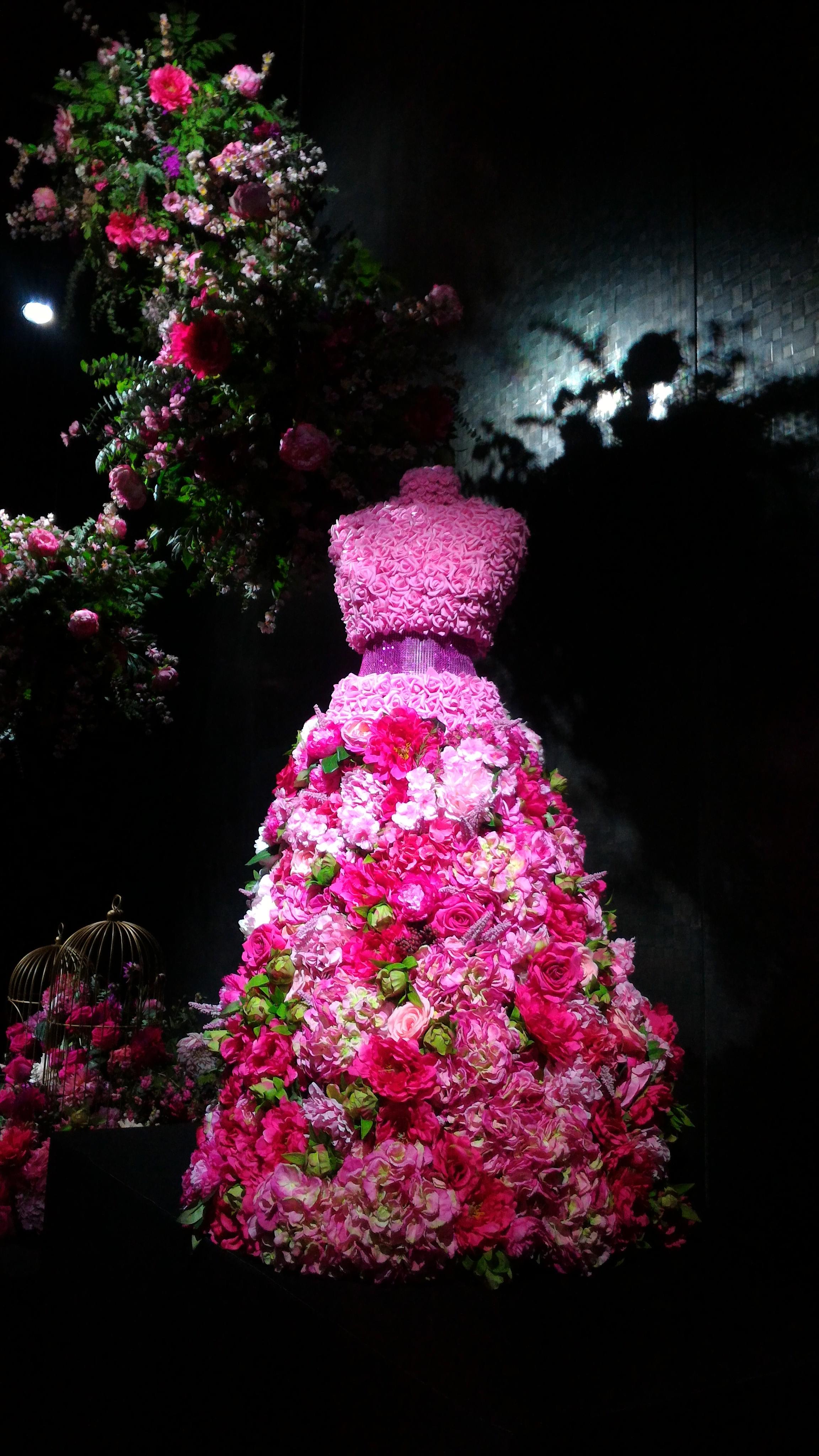 dress, flower, décoration florale, reception