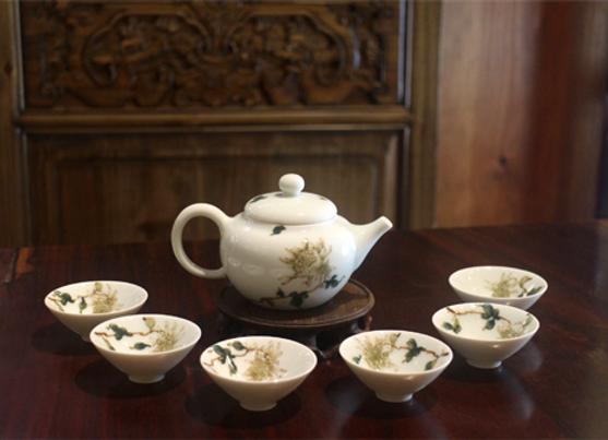 Hand-Painted Chrysanthemum Porcelain Tea Set
