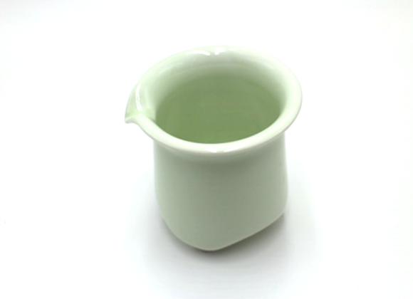 Light Apple Green Fairness Cup      淺青蘋果綠茶海