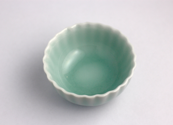 Pleated Celadon Teacup 百摺邊形青瓷杯