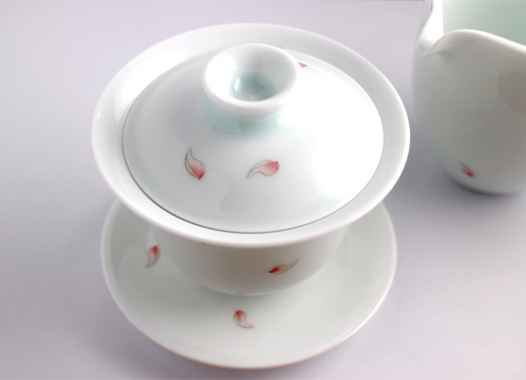Big Hand-Painted Lotus Petal Gaiwan   手繪蓮花瓣蓋杯(大)