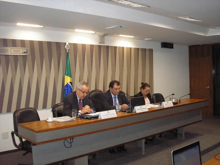 Victor Bicca, à esquerda, fazendo sua apresentação durante a sabatina na Comissão de Serviços de infraestrutura do Senado Federal