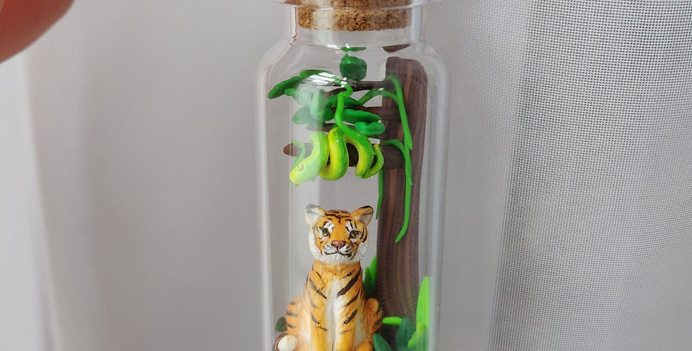 Tiger in the jungle / bottle art