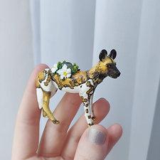 African wild dog / figure