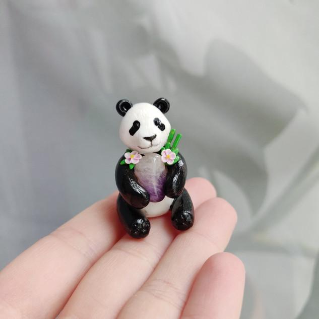 Panda mit Schmuckstein / Spezialanfertigung