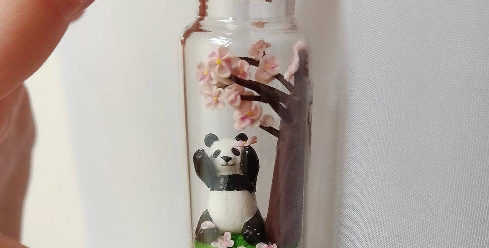 Panda unter Kirschbaum / Flaschenkunst