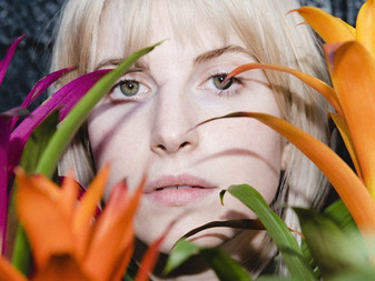 Hayley Williams - 'Simmer' | Single and Music Video Review