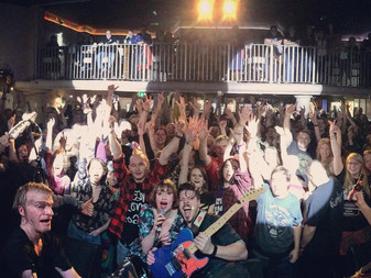 Live Review | Skinny Lister w/ Beans On Toast | The Globe, Cardiff | 06/12/17 |