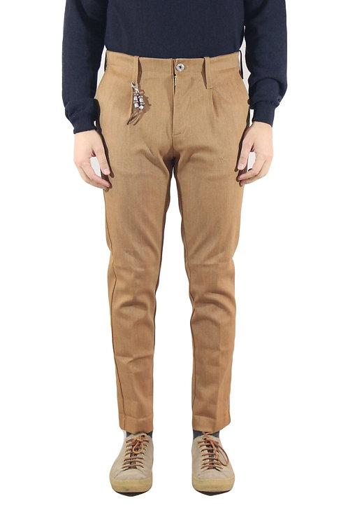 R94 D-M Pantalone una pence slim fit denim marrone terra