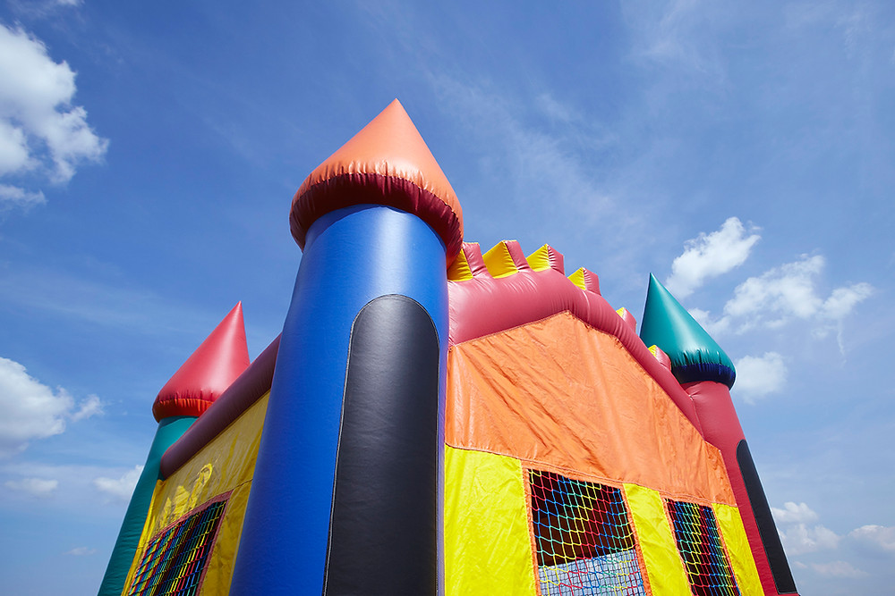 Treasure hunt in an inflatable castle in the green areas for our corporate events