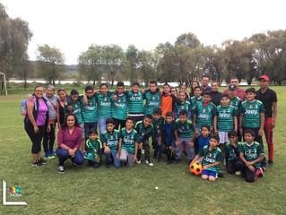 Ayuntamiento Zacapu beneficio con uniformes de fútbol a menores