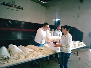 El Ayuntamiento de Erongarícuaro beneficio a 50 artesanas entregando manta artesanal