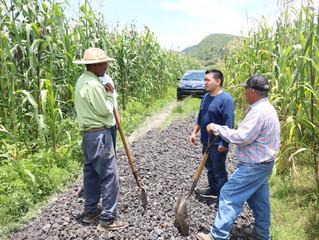 José Luis Vega apoya al ejido de bellas fuentes con viajes de material para la rehabilitación de cam