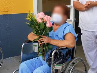 Agradece familia de paciente egresada de COVID-19 labor de personal de salud