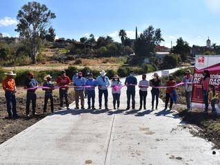 Presidenta Belinda Inaugura calle en la Entrada a la Comunidad de la Quemadita