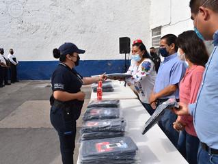 Ayuntamiento de Puruándiro Hace Entrega de Impermeables y Armas a Departamento de Seguridad