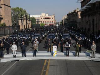 Refuerza Michoacán seguridad; entrega Gobernador 140 patrullas