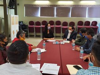 Se reúnen maestros de la CNTE con encargado de la CEDH ante la gestión de la diputada Tere Mora.