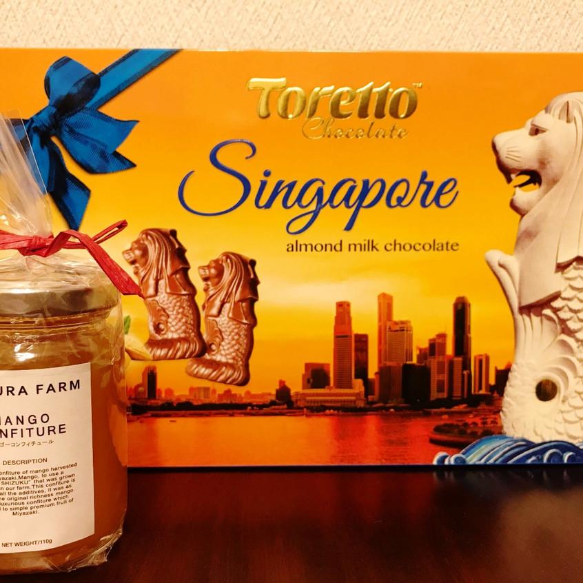 宮崎マンゴーのコンフィチュールとシンガポールのチョコレートをお土産に下さったM.S.ちゃんとR.O.ちゃん。 皆さんのお陰でしばらくトロピカル気分です。 ありがとうございます!