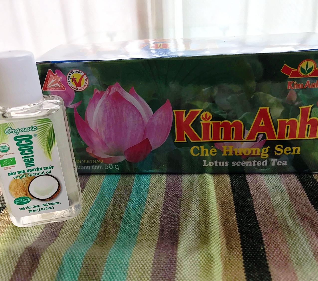 遅めの夏休みをヴェトナムで過ごされたK.O.さんからの 蓮のお茶と食べる事も肌につける事もできるココナツオイル。 お茶もオイルも毎日の必需品です。 ありがとうございます!