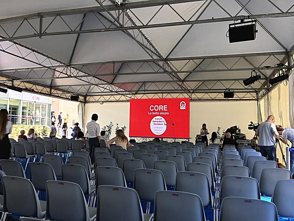 Inaugurazione CORE - Schermo LED e platea