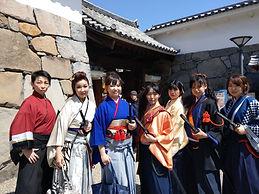 信玄公祭り2019舞鶴城門橘一刀流剣舞殺陣.jpg