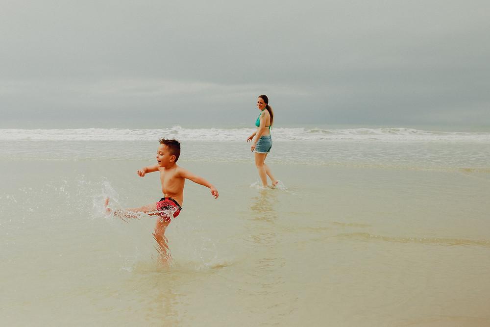 ensaio fotografico de familia na praia da ilha do mel no paraná