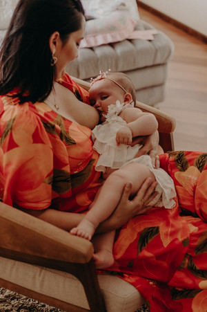 foto de bebe mamando