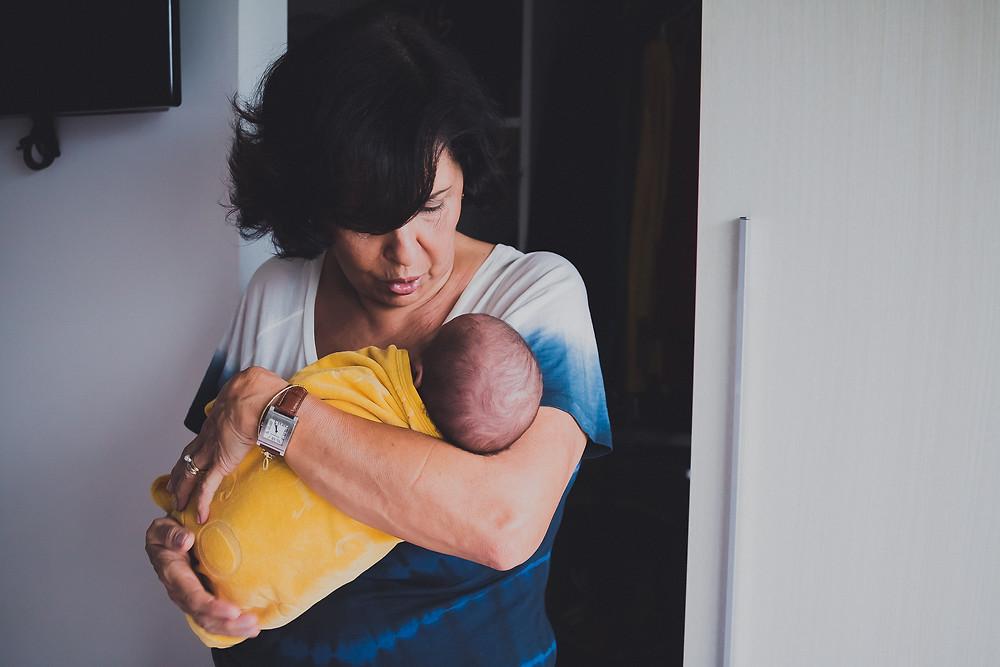newborn curitiba, ensaio fotográfico newborn em curitiba, fotografia newborn em curitiba, newborn lifestyle, book recém-nascido em curitiba, fotos de recém-nascido, adrieli cancelier, fotografia de família, book de bebê em casa, recém-nascido lifestyle