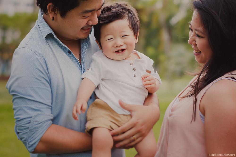 fotografia de família japonesa em Curitiba no Jardim Botânico pela fotógrafa Adrieli Cancelier