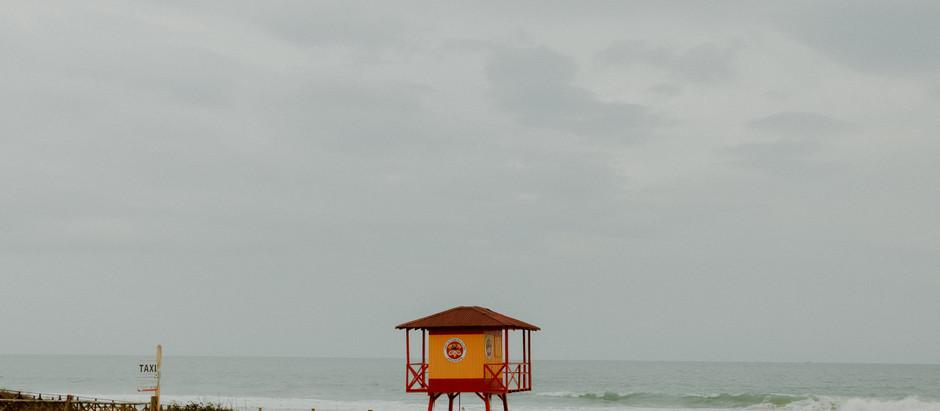 Theo na praia