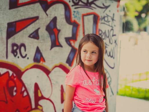 Vicky, 6 anos - Skate, bicicleta e infância