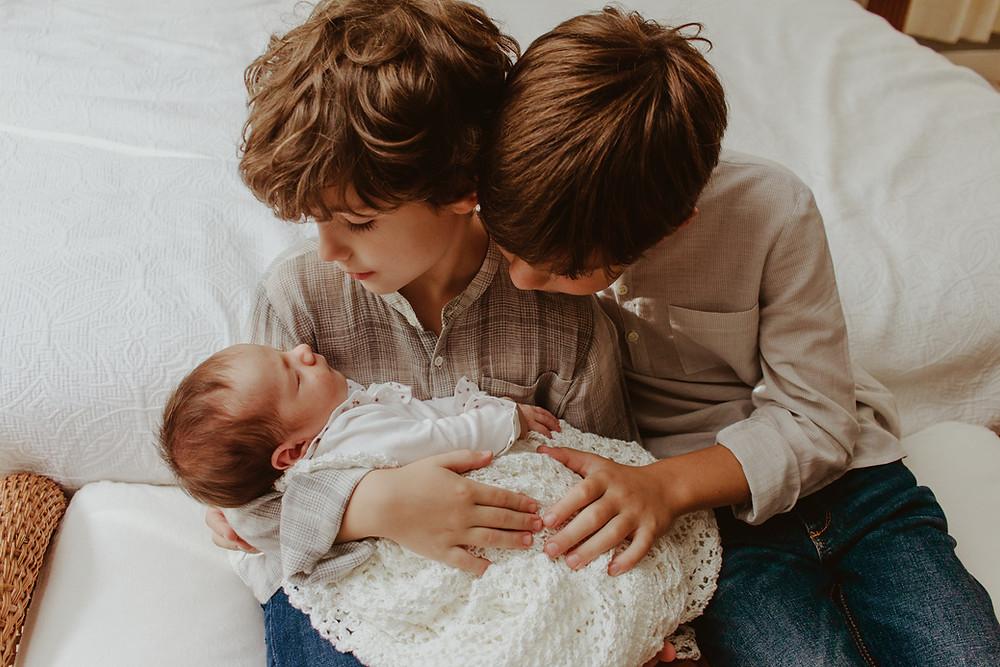 newborn lifestyle em curitiba - foto de recém nascido em casa