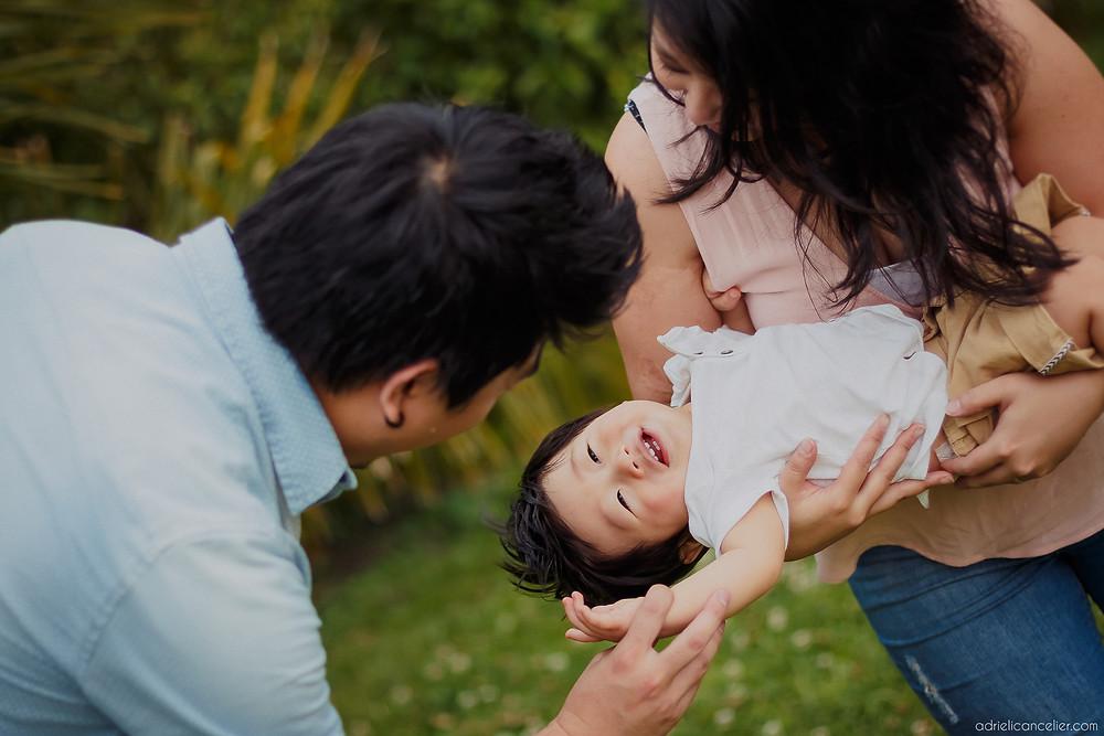 fotografia de família em Curitiba no Jardim Botânico pela fotógrafa Adrieli Cancelier