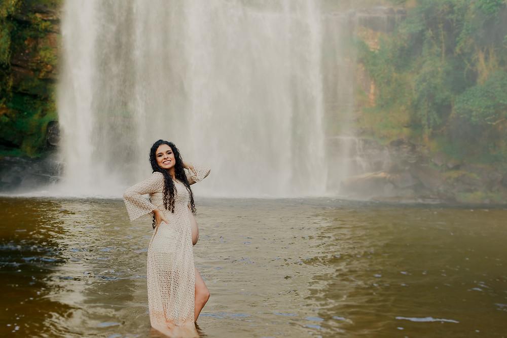 ensaio gestante na cachoeira, book grávida curitiba, ensaio família grávida, fotos de gestante em curitiba