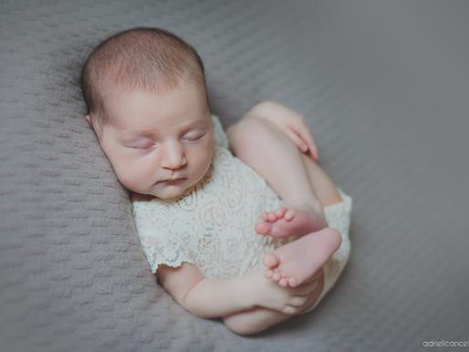 Os primeiros dias da Lara | Fotografia Lifestyle de Recém-Nascido