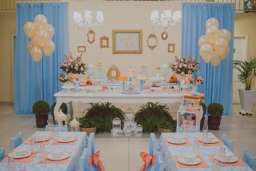 decoração da cinderella em festa de 3 anos azul e dourado